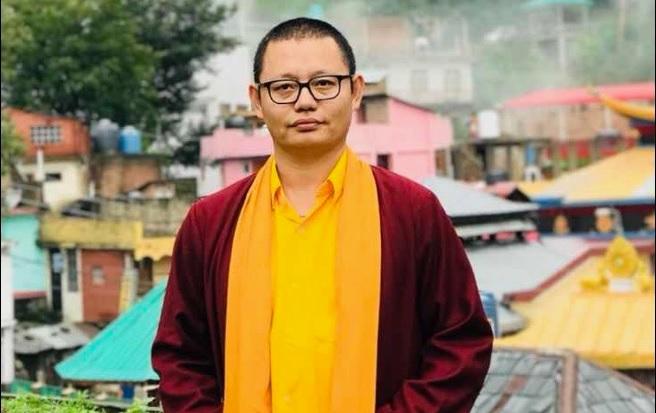 RinpocheStanding2